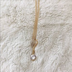 Jewelry - 2/$10 SALE 🌺🌼 Dainty Gold Rhinestone Necklace